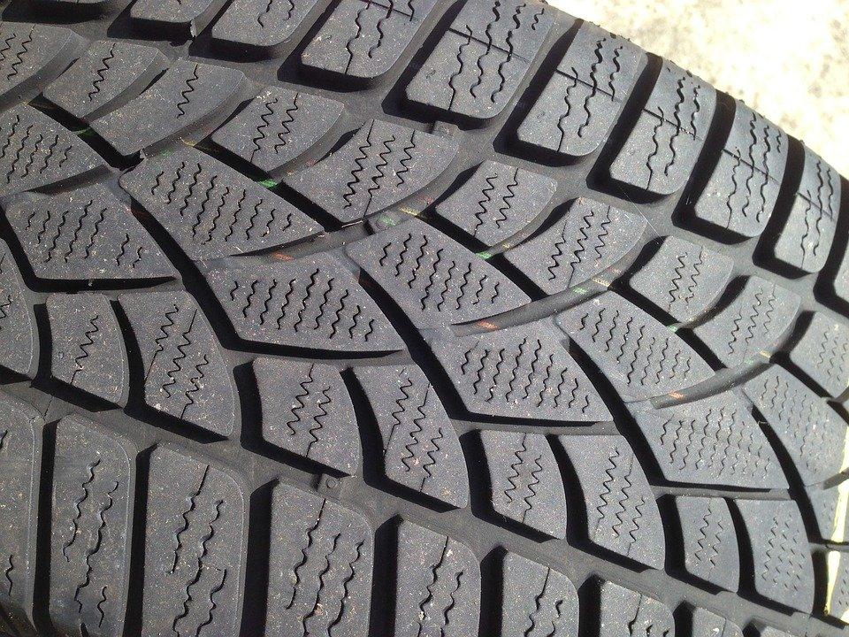 Testy zimních a letních pneumatik SUV: Jaké si vybrat?