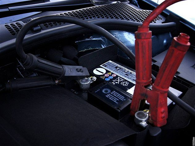 Startování auta přes kabely: jak na to a na co si dát pozor?